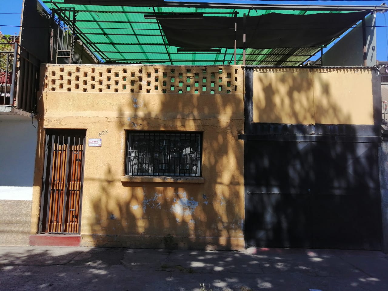 En venta casa 2 pisos, Estación Central.